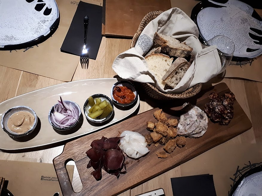 de-corina-gastrolab-restaurant-victoriei-antreu-platou-bucurești