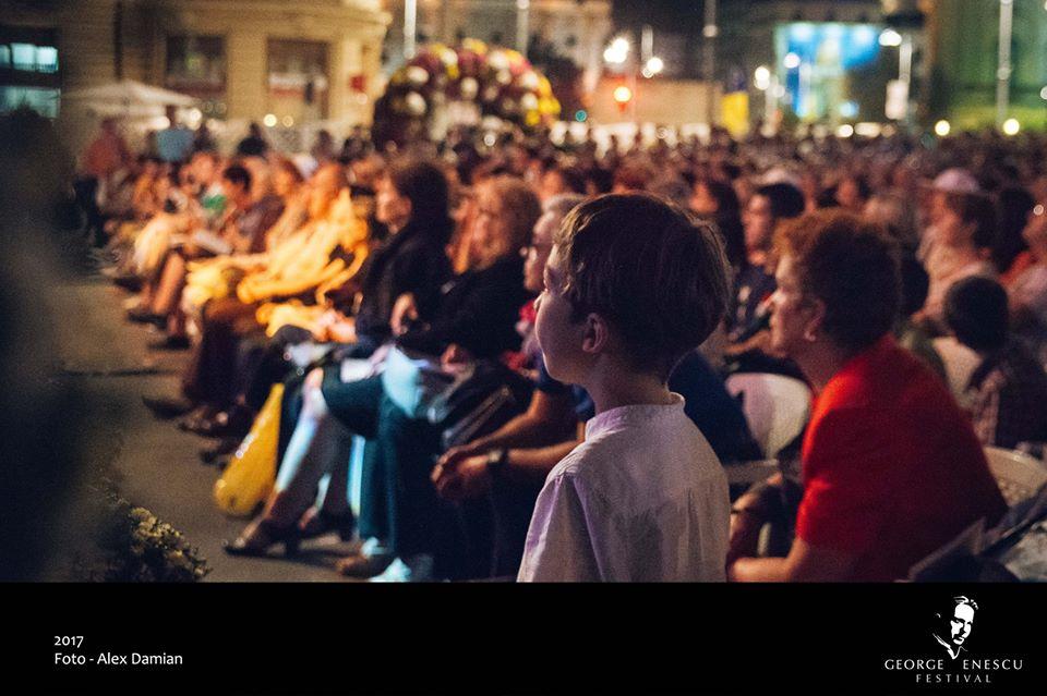 Festival Enescu public piață