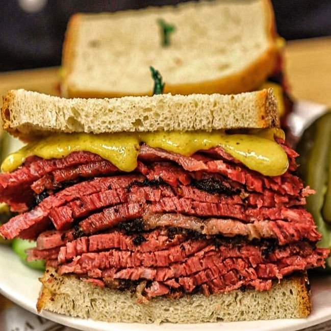 Celebrul sandwich New York pastrami are origini românești
