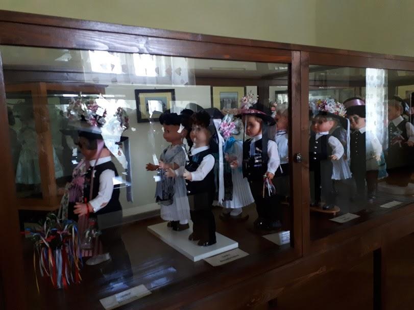Păpuși port popular Muzeu etnografic Lenauheim