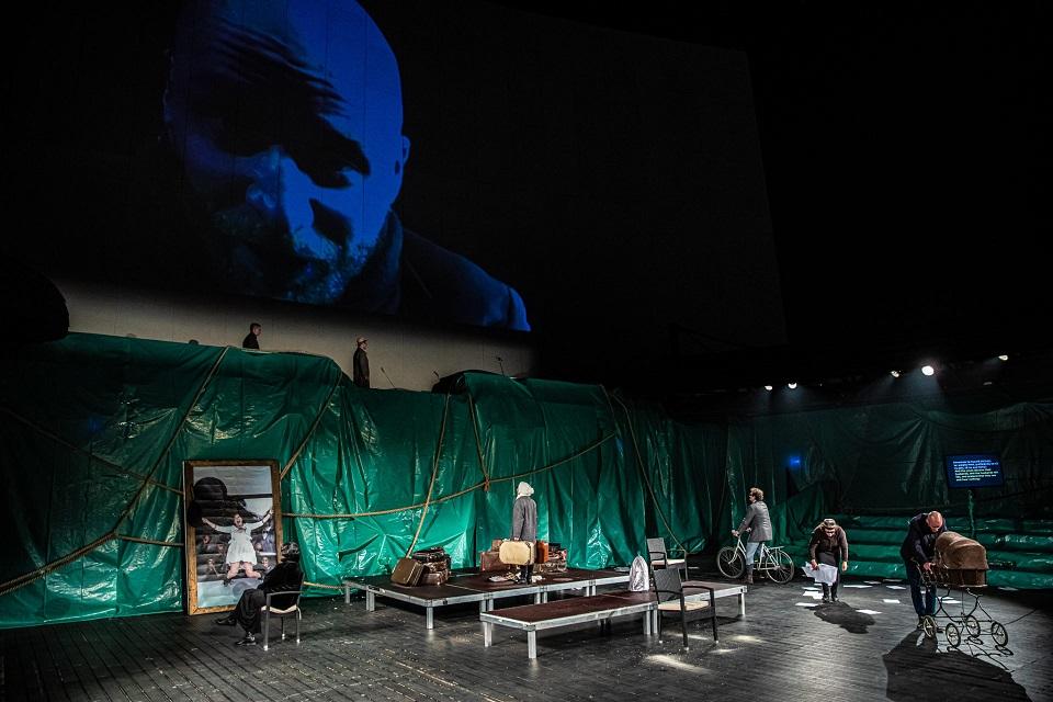 Teatrul Figura Stúdió Gheorgheni, ''Trei surori'' de Cehov, regie István Albu