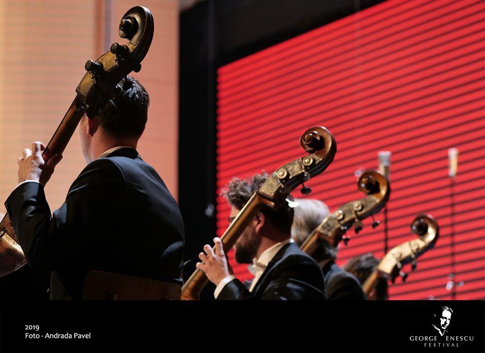Sala Palatului, Muzică clasică, concert, contrabași