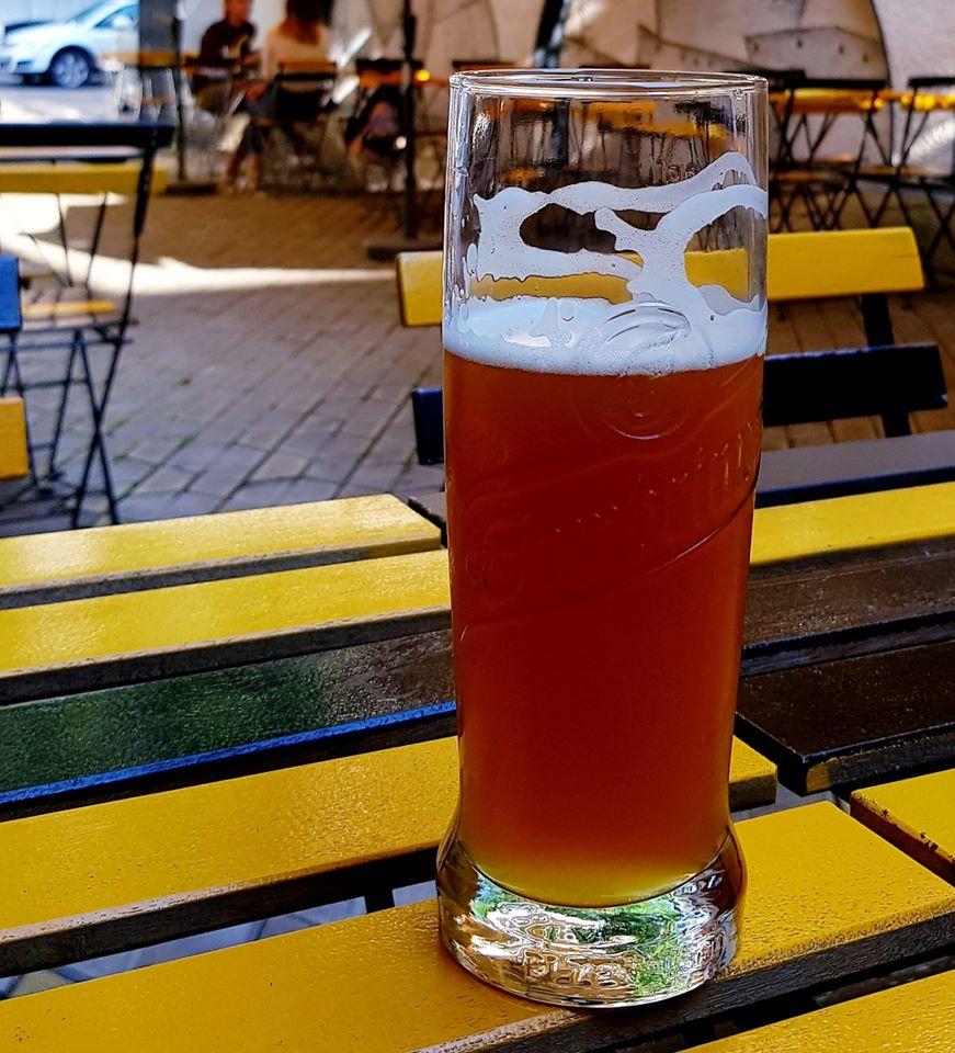 Th Beers pub terasă Căderea Bastliei