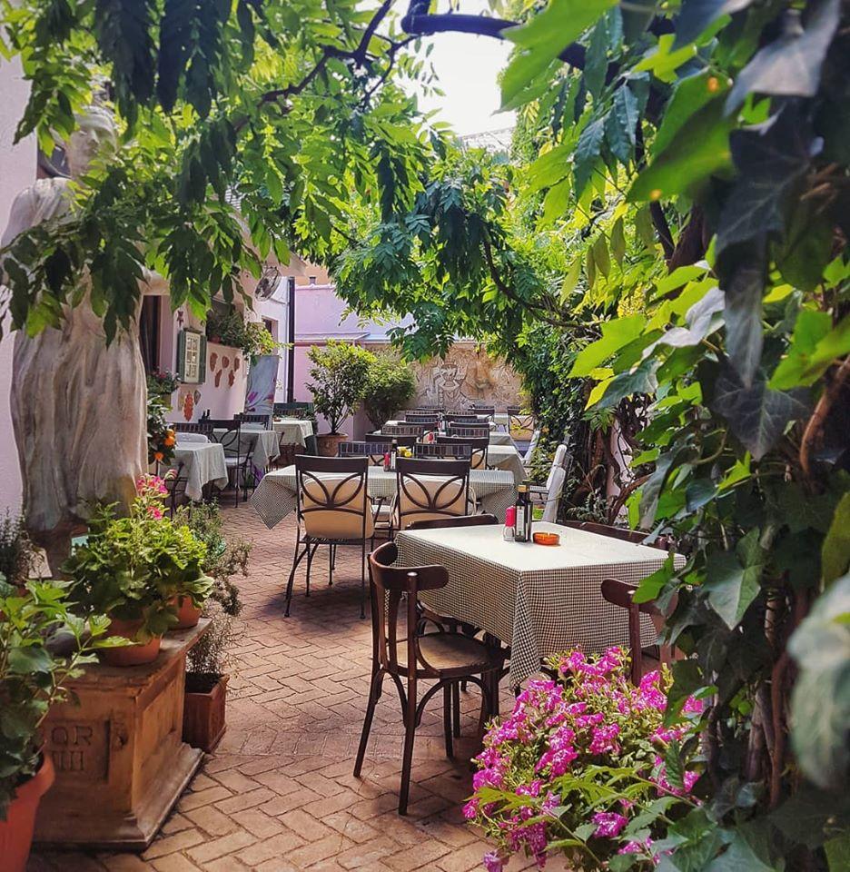 Unico Vero terasă, restaurant italian